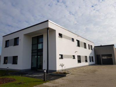 Firmengebäude1